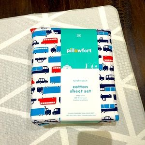 Pillowfort full size sheet set